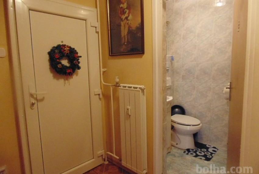 OBNOVLJENO-STANOVANJE--Podravska--Maribor--Nova-Vas--3-sobno--77-10-m2--UGODNO-ZNIZANA-CENA--_561e4804381c2